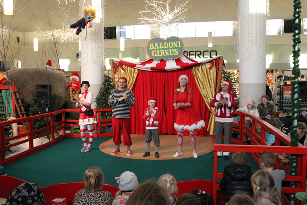 22cf27d32f2 Circus in Ishoj Shopping Center. All Sundays of Advent Ishoj Shopping  Centre has featured humorous Christmas circus with Circus Baldoni.
